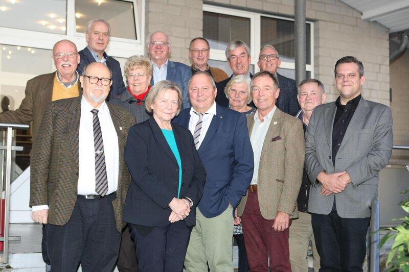 Der Vorstand der Seniorenunion Höxter mit Gästen im Oktober 2019